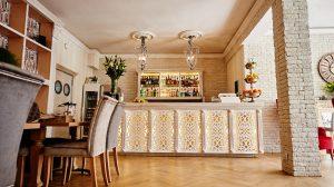 Ażury dekoracyjne dla baru w hotelu przystań