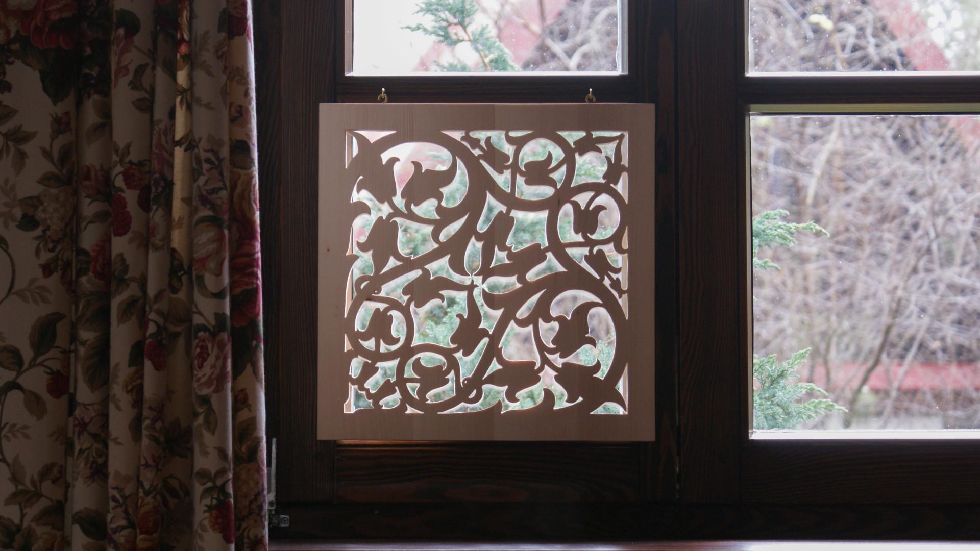 dekoracja okna - ażurowa lipowa sekretka