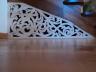 Dekoracyjny ażur - paw pod schodami