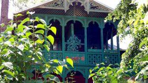 Detale ozdobne drewnianych dekoracji domów Świdermajer