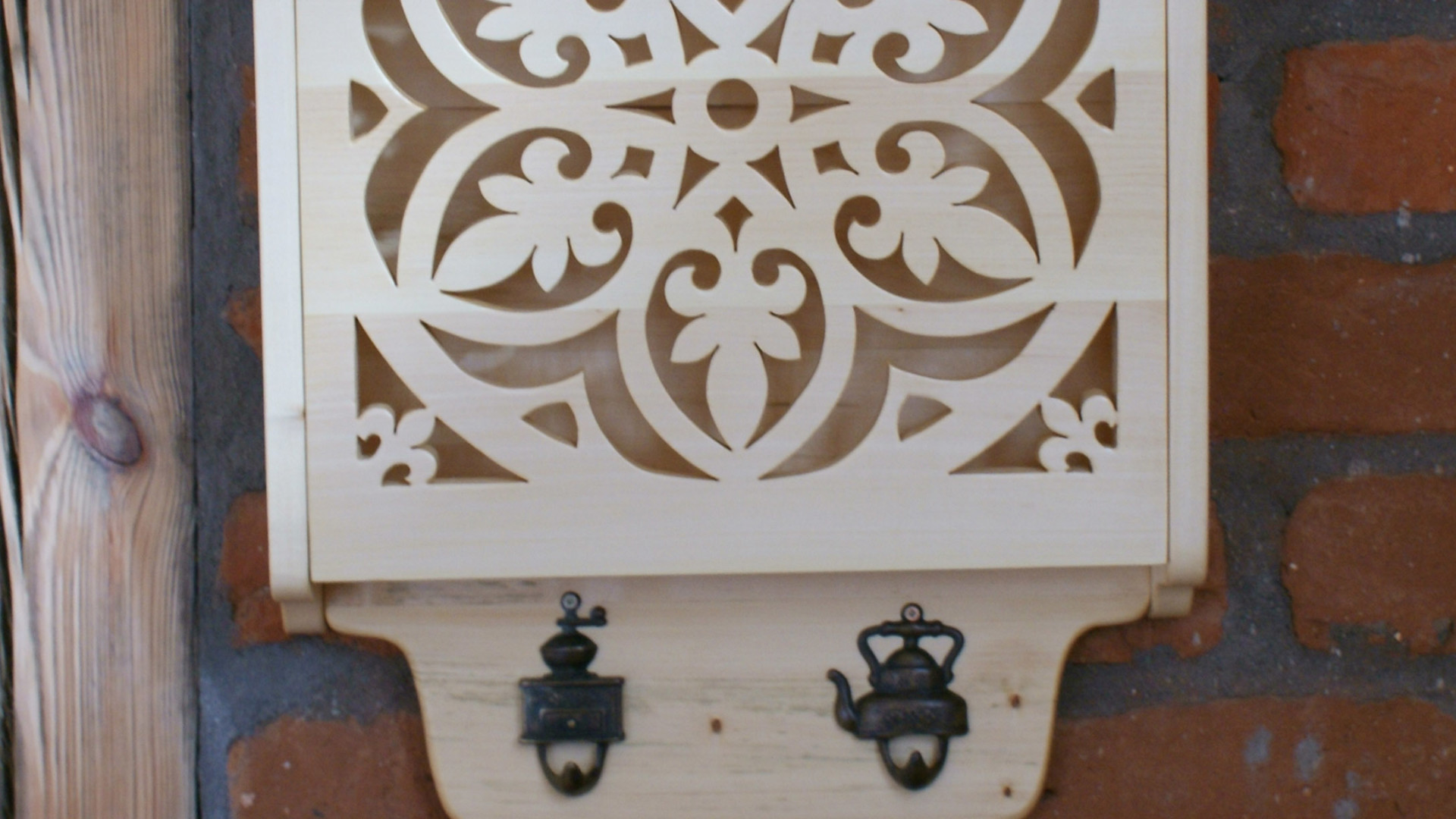 drewniana koronkowa półka ozdobna