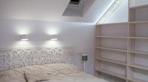 Drewniane ozdobne wezgłowie łóżka