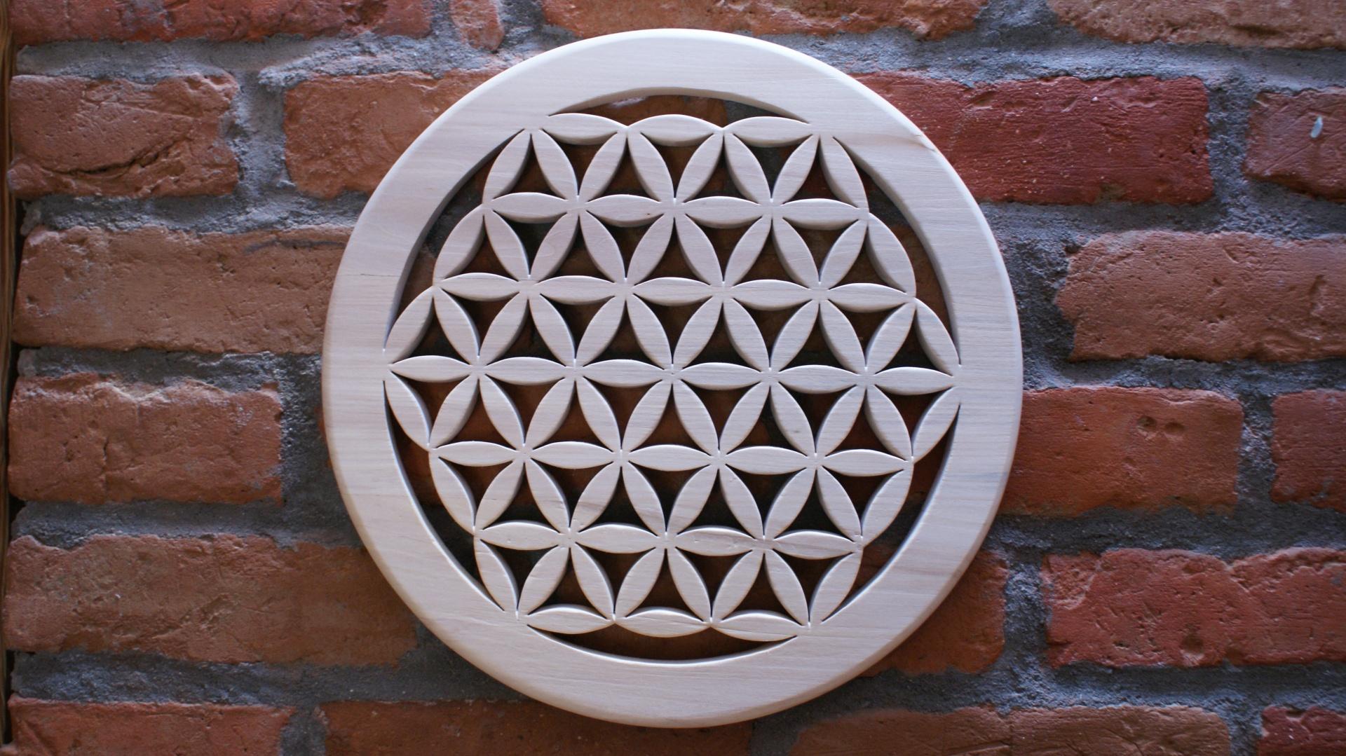 drewniany-ornament-lipowy-kwiat-zycia