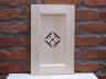 Front szafki dekorowany ażurowym ornamentem