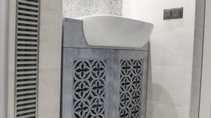 Meble ażurowe na zamówienie , łazinka ozdobiona ażurowymi ornamentami porto